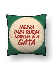 ALMOFADA---QUEM-MANDA-E-A-GATA