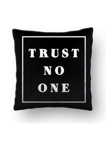 ALMOFADA---TRUST-NO-ONE---BLACK