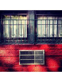 janela-na-parede-vermelha-ny