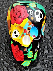 skull-color-and-water