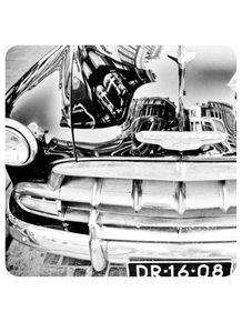 reflexo-da-cidade-no-capo-de-carro-classico-234