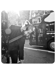 homem-headphone-na-rua-onibus-londrino
