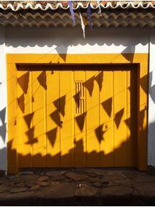 quadro-yellow-shadow