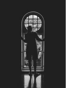 quadro-homem-na-janela
