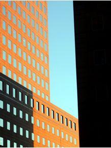 quadro-between-buildings