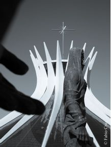 MAO-DO-APOSTOLO---CATEDRAL-BRASILIA