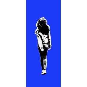 GAROTA ANDANDO (WALKING GIRL) - AZUL - PAN. VERTICAL